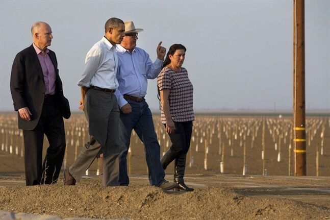 President Barack Obama tours a local farm with California Gov. Jerry Brown, in Los Banos, Calif., Friday, Feb. 14, 2014. THE CANADIAN PRESS/AP,Jacquelyn Martin