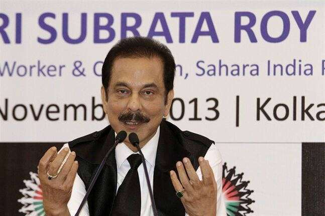 Subrata Roy gestures in Kolkata, India, Nov. 29, 2013. THE CANADIAN PRESS/AP, Bikas Das