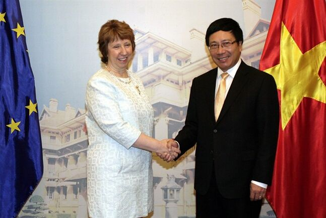 European Union's top diplomat Catherine Ashton, left, shakes hands with Vietnamese Foreign Minister Pham Binh Minh before their talks in Hanoi, Vietnam Tuesday Aug. 12, 2014. Ashton told reporters that she hoped the EU and Vietnam could seal a free trade agreement before the end of this year. (AP Photo/Tran Van Minh)