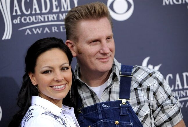 Country singer Joey Feek dies