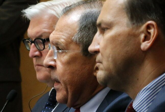 From left, Foreign Ministers, Frank-Walter Steinmeier of Germany, Sergey Lavrov of Russia, and Radoslaw Sikorski of Poland meet with the media after talks on the crisis in Ukraine in St. Petersburg, Russia, Tuesday, June 10, 2014. (AP Photo/Dmitry Lovetsky)