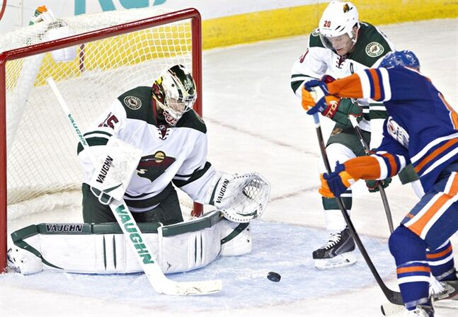 Minnesota Wild's goalie Darcy Kuemper makes a save in Edmonton, on Thursday February 27, 2014. THE CANADIAN PRESS/Jason Franson