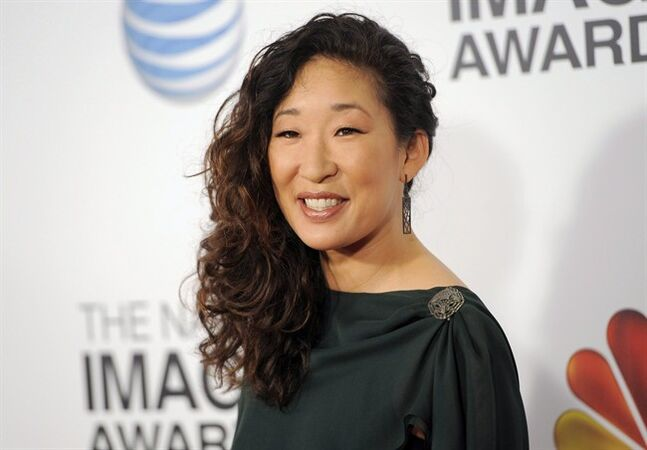 Sandra Oh arrives at the 44th Annual NAACP Image Awards at the Shrine Auditorium in Los Angeles on Friday, Feb. 1, 2013. Oh, Alan Thicke and Kristin Kreuk have been been added to the lineup for Sunday's inaugural Canadian Screen Awards. THE CANADIAN PRESS/Chris Pizzello/Invision/AP)