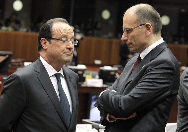 Italy's Prime Minister Enrico Letta, right, talks with French President Francois Hollande during an EU summit at the European Council building in Brussels, Thursday, Dec. 19, 2013. The economic crisis is on the EU summit's agenda, as well as issues ranging from defense and banking to relations with Ukraine and the crisis in Central African Republic. (AP Photo/Yves Logghe)
