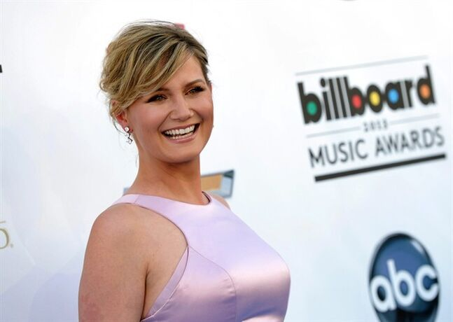 "FILE - This May 19, 2013 file photo shows singer Jennifer Nettles at the Billboard Music Awards at the MGM Grand Garden Arena in Las Vegas. Nettles' Rick Rubin-produced debut solo album ""That Girl"" will be released on Jan. 14, 2014. (Photo by John Shearer/Invision/AP, File)"