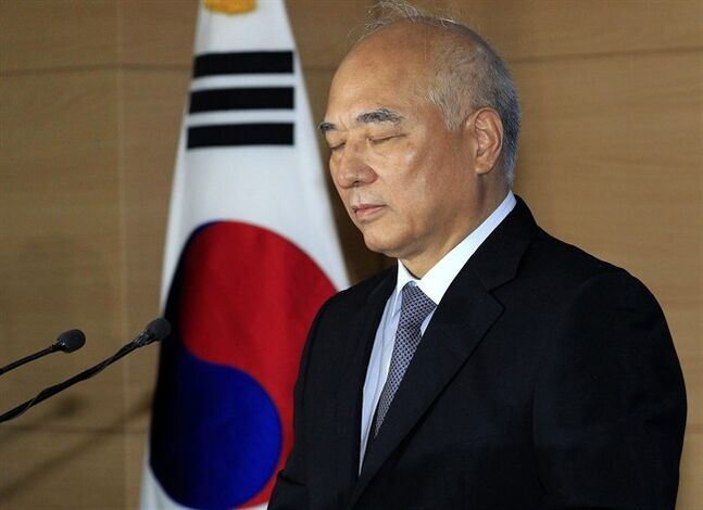 Newly-nominated South Korean Prime Minister Moon Chang-keuk closes his eyes during a news conference about his resignation at the government complex in Seoul, South Korea, Tuesday, June 24, 2014. Moon has withdrawn from consideration following mounting criticism over his alleged pro-Japanese remarks in the past.(AP Photo/Ahn Young-joon)