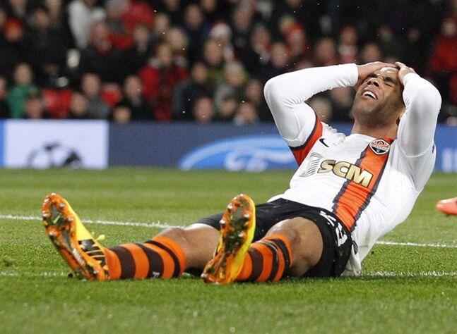Donetsk's Alex Teixeira reacts after missing a chance to score in Manchester, England on Dec. 10, 2013. THE CANADIAN PRESS/AP, Jon Super