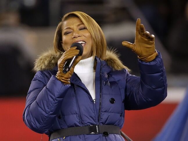 Queen Latifah sings