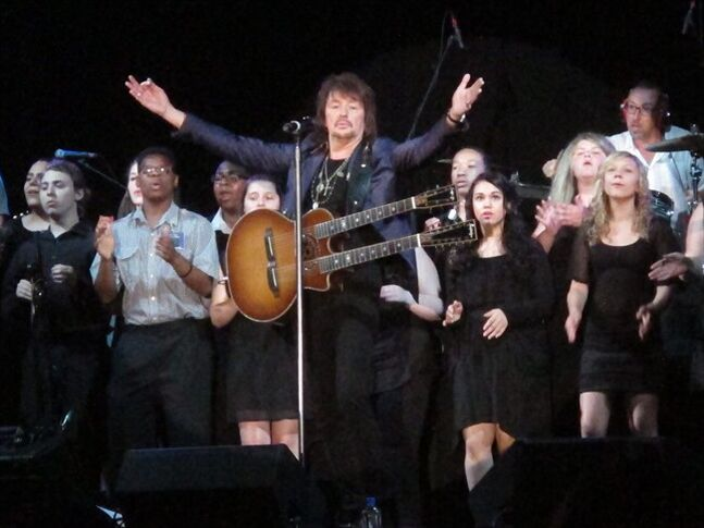 Bon Jovi guitarist Richie Sambora performs a new song,