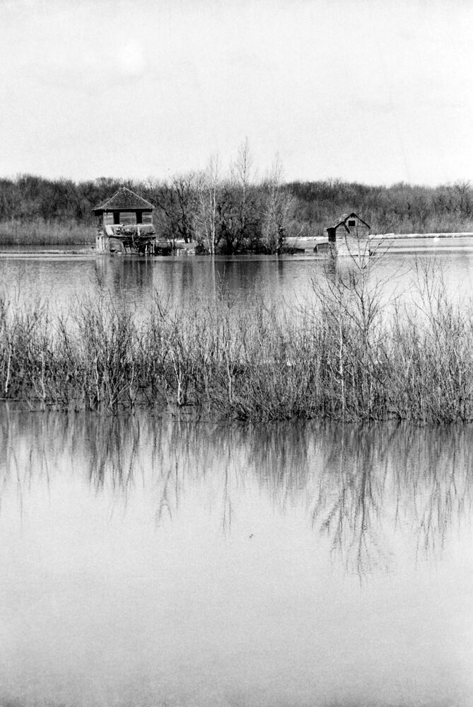 An abandoned farm house caught in flood waters.  (Brandon Sun archives, 1976)