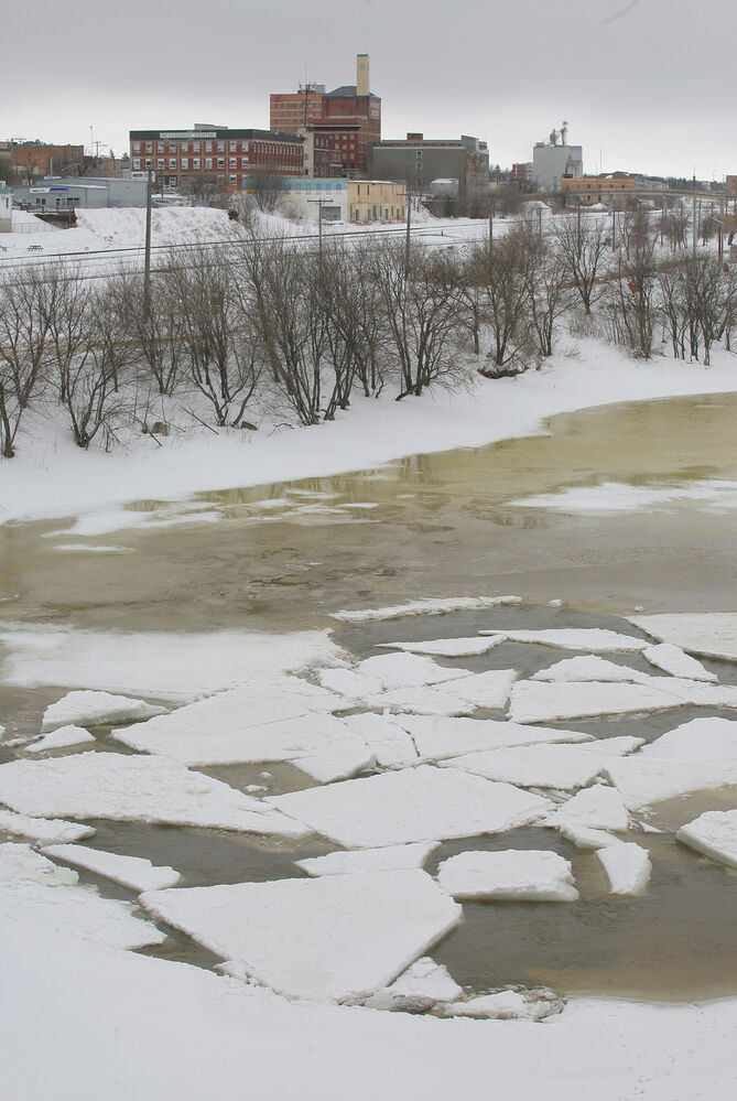 Ice on the Assiniboine River had began to break-up near the Dinsdale Dam by March 21. (Bruce Bumstead/Brandon Sun)
