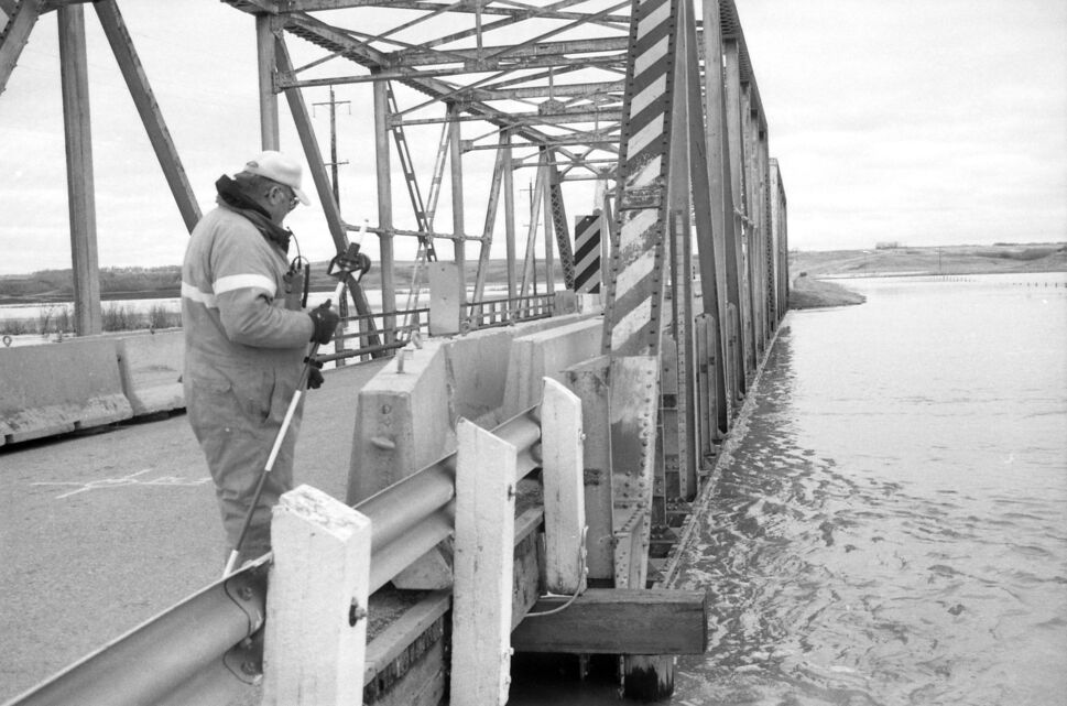 """Water flows right up to the bottom of this unidentified bridge, on a roll of photos identified only as """"Kenton Lenore"""" from April 27, 1995. (Dirk Aberson / Brandon Sun archives)"""