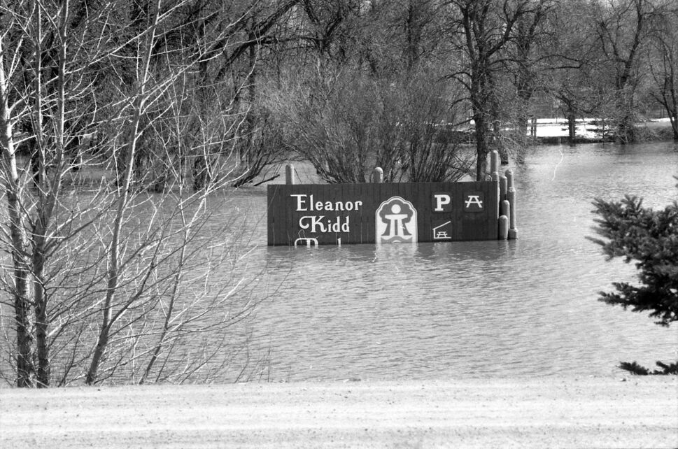 The sign to Eleanor Kidd Park, then home to the Brandon Humane Society, is partially submerged during the 1995 Assiniboine River floods. (Dirk Aberson / Brandon Sun archives, April 18, 1995)