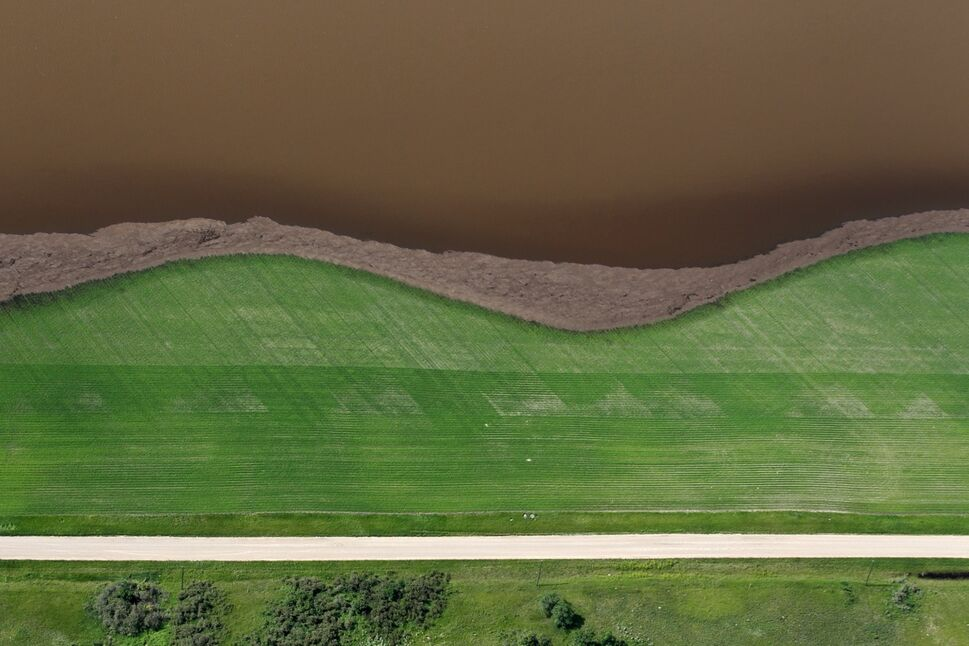 Flood water from the Assiniboine River covers farmland west of Brandon on Saturday morning.  (Tim Smith/Brandon Sun)