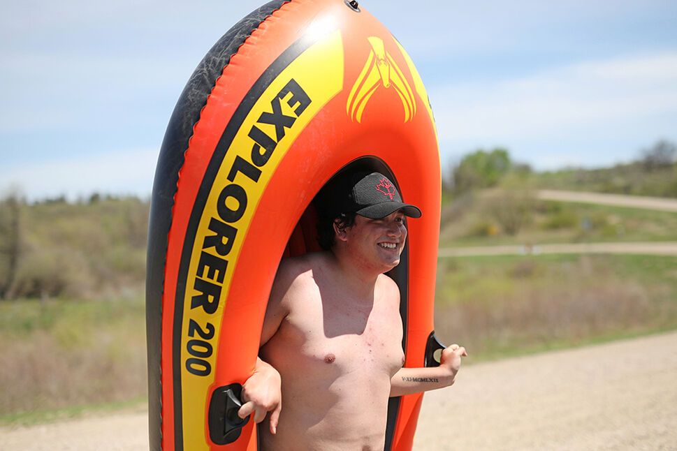 Brenden Bourgeois readies up to go rafting on the Little saskatchewan River at Kirkham's Bridge west of Brandon on a scorching hot Friday. (Tim Smith/The Brandon Sun)