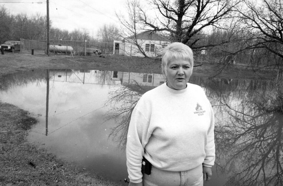 A staff member at the Brandon Humane Society stands outside what was then the society's headquarters, located in perennially-flooded Eleanor Kidd Park. (Dirk Aberson / Brandon Sun archives, April 24, 1995)