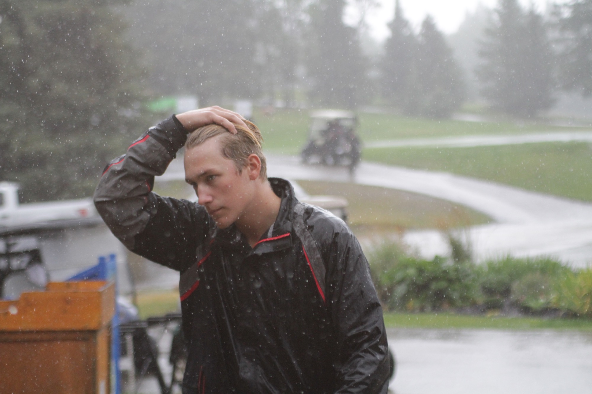 Brad Letain walks back to the pro shop after a horn sounded for a weather delay during the Tamarack golf tournament at Clear Lake Golf Course on Saturday. (Thomas Friesen/The Brandon Sun)