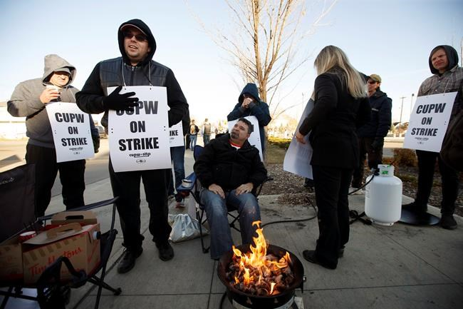 Canada Post workers picket after going on strike in Edmonton, Alta., on Monday, October 22, 2018. THE CANADIAN PRESS/Jason Franson