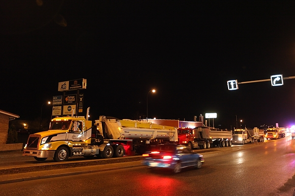 09052011A convoy of trucks carry sandbags to a staging point at 18th St. and Rosser Ave. late Sunday night as the flood fight in Brandon continues.(Tim Smith/Brandon Sun) (Tim Smith/Brandon Sun)