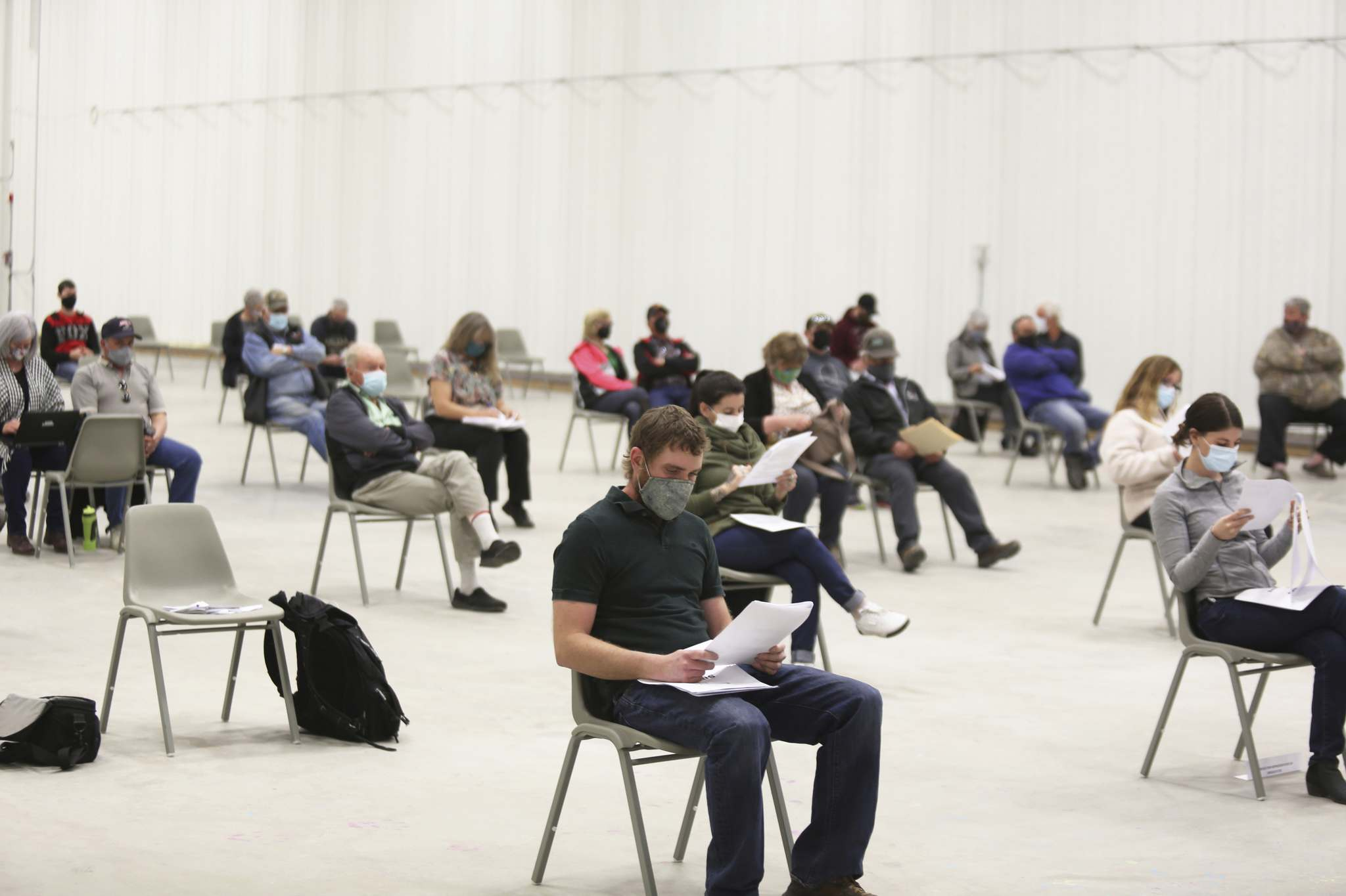 Rivers residents and Western Asphalt Products representatives take a seat inside the Riverdale Community Centre on Tuesday evening for the municipality's public hearing on the company's application to set up aggregate mining operations just south of town. (Kyle Darbyson/The Brandon Sun)</p></p>
