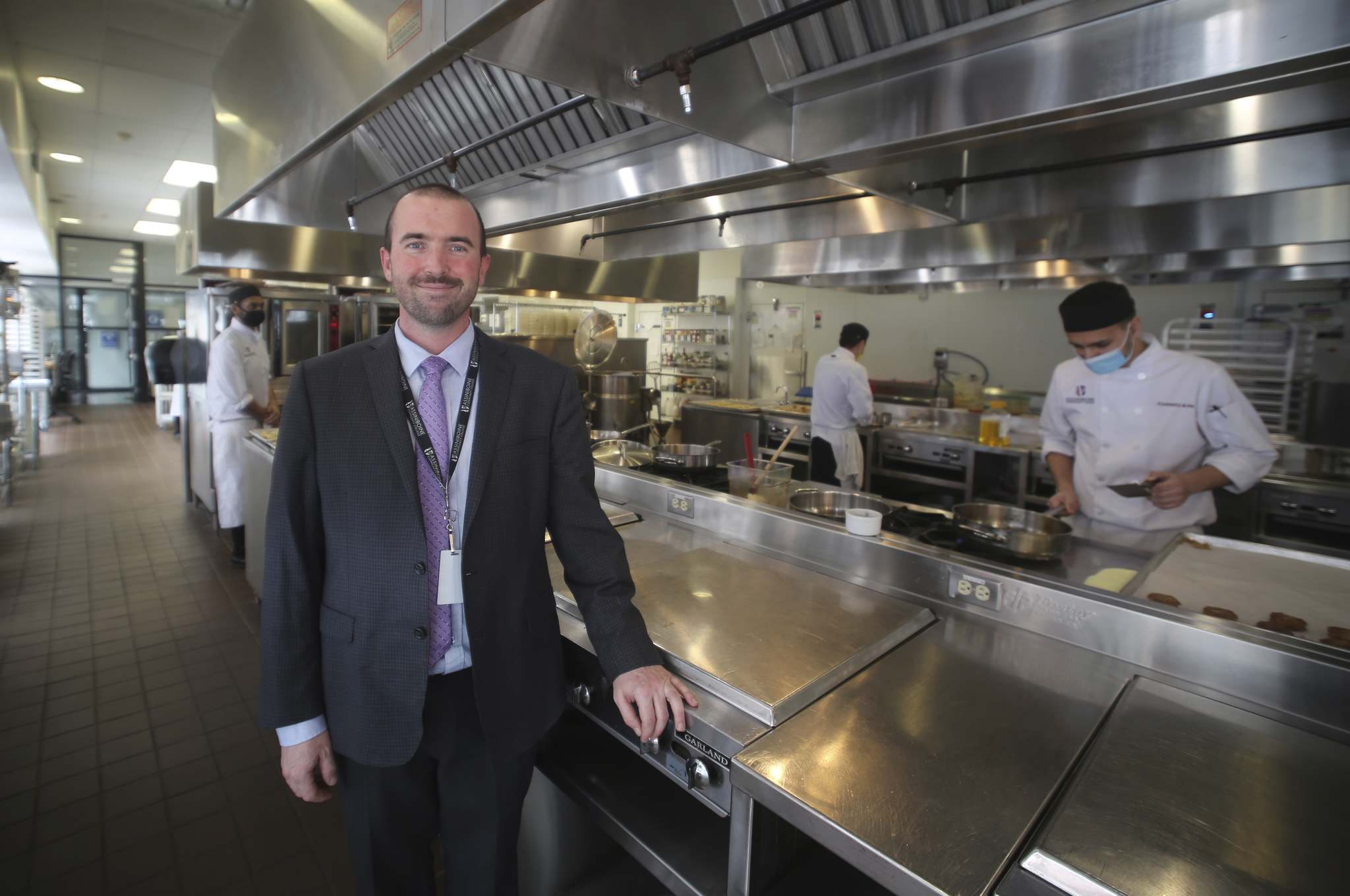 Brandon Food Council chair Ryan Whibbs inside the Manitoba Institute for the Culinary Arts kitchen. (Drew May/The Brandon Sun)</p></p>