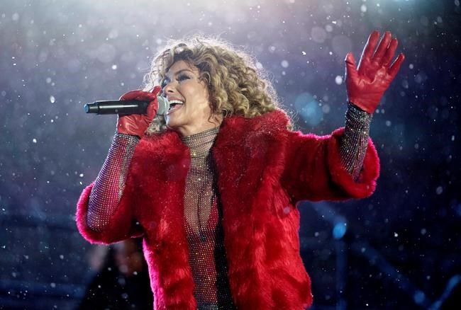 Shania Twain's Grey Cup Halftime Show Was The Most Canadian Thing Ever