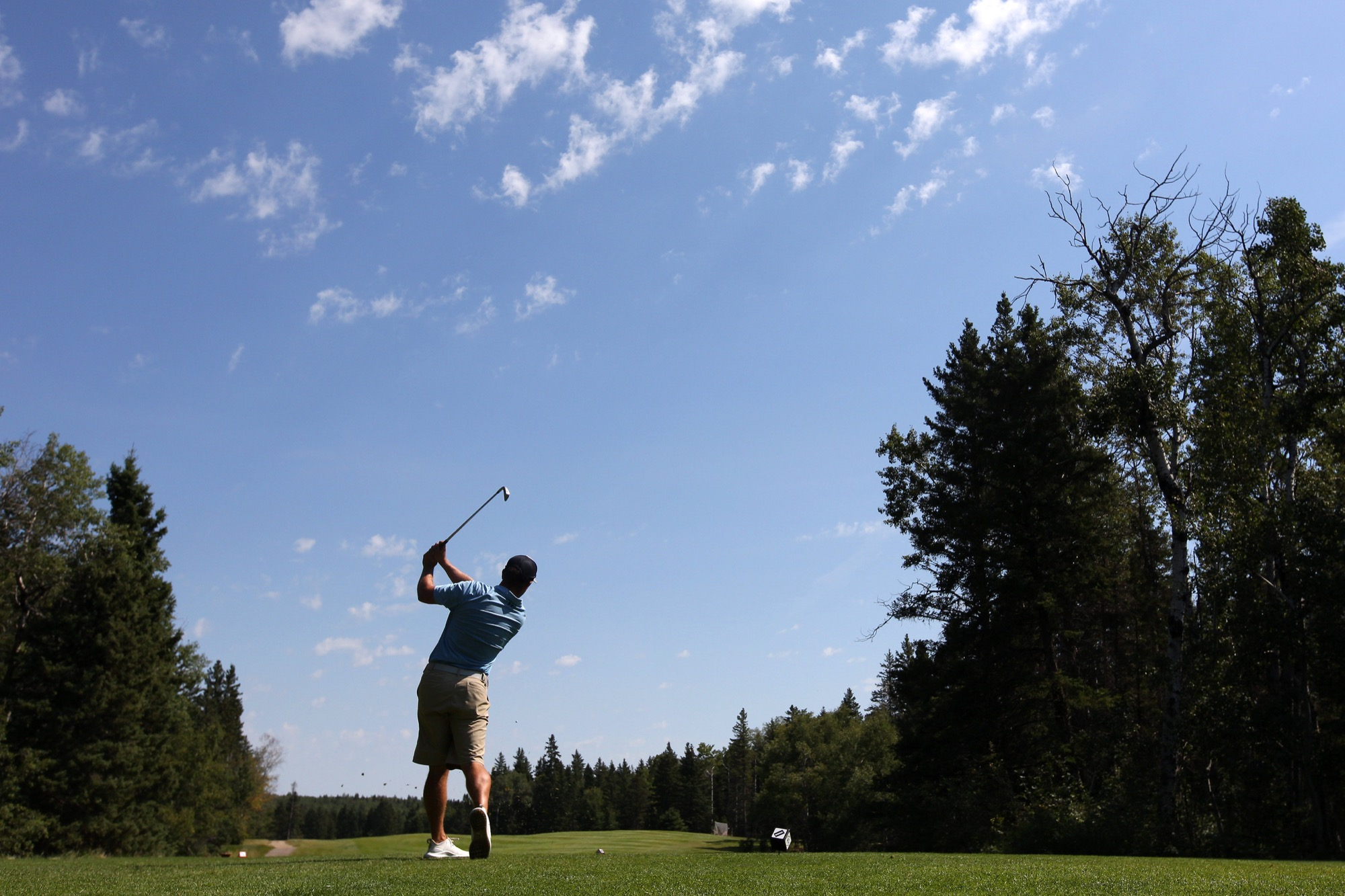 Golf clubs are not allowed to sell alcohol on the course under current provincial health restrictions pertaining to establishments with liquor licenses. Patrons purchase a meal and be seated at a table to consume liquor. (Tim Smith/The Brandon Sun)